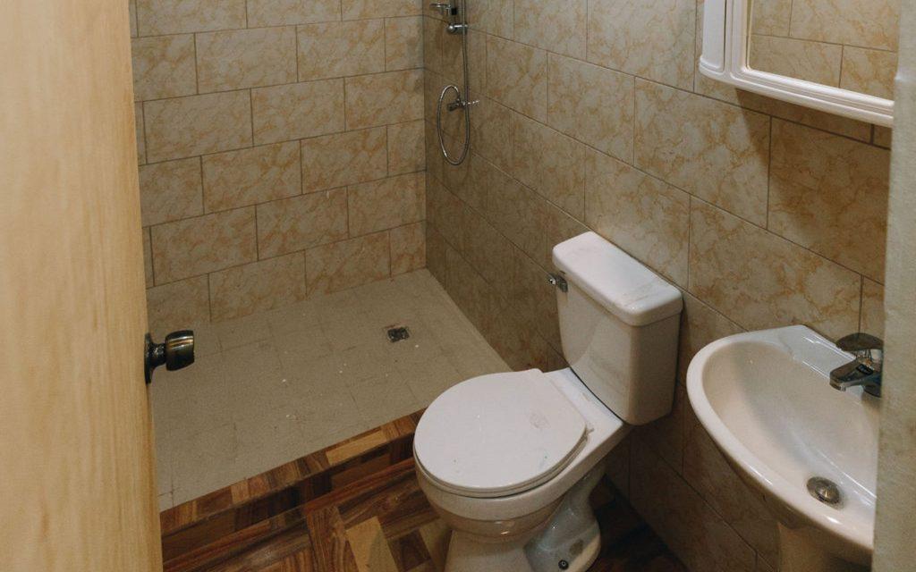 Bathroom-Rent-Real Estate-Home-Apartment-Kudawecha-Aruba-For Rent
